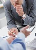 Geschäftsleute in der Sitzung Stockfotos