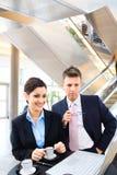 Geschäftsleute in der Vorhalle Stockfotos