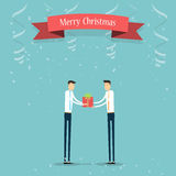Geschäftsleute, die dem Teilhaber Weihnachtsgeschenk geben Stockbild