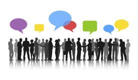 Geschäftsleute, die Diskussions-Sprache-Blasen-Konzept Arbeits sind Lizenzfreie Stockfotografie