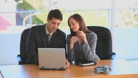 Geschäftsleute, die eine Sitzung haben stock footage