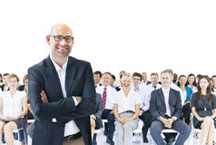 Geschäftsleute, die Führer Teamwork Concept treffen Lizenzfreie Stockfotos