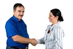 Geschäftsleute, die Hände und das Lächeln rütteln Stockfotografie