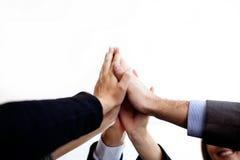 Geschäftsleute, die Händen sich anschließen Lizenzfreie Stockbilder