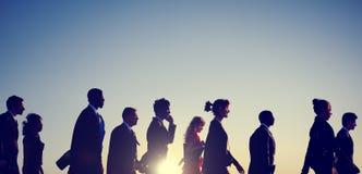 Geschäftsleute, die Hauptverkehrszeit-Konzept austauschen stockfotos