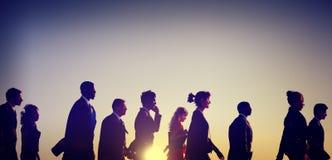 Geschäftsleute, die Hauptverkehrszeit-Konzept austauschen stockfotografie