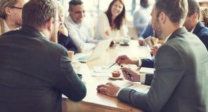 Geschäftsleute, die Konferenz-Diskussions-Unternehmenskonzept treffen lizenzfreie stockfotos