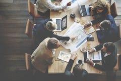 Geschäftsleute, die Konferenz-Diskussions-Unternehmenskonzept treffen stockfotos