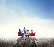 Geschäftsleute, die Partnerschafts-Unterstützung Team Concept treffen Lizenzfreie Stockfotos