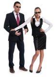 Geschäftsleute, die Sonnenbrille tragen Stockfotos