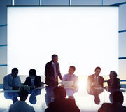 Geschäftsleute, die Team Concept gedanklich lösend sich treffen Stockbilder