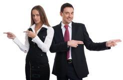 Geschäftsleute, die in verschiedene Richtungen zeigen Lizenzfreies Stockfoto