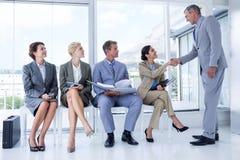 Geschäftsleute, die warten, in Interview genannt zu werden Lizenzfreie Stockfotos