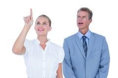 Geschäftsleute, die weit weg schauen Lizenzfreies Stockfoto