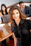 Geschäftsleute in einem Büro Stockfotos