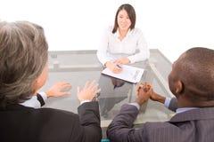 Geschäftsleute in einer Funktionssitzung lizenzfreie stockfotos