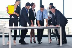 Geschäftsleute in einer Sitzung im Büro Stockfoto