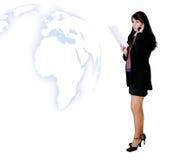 Geschäftsleute - Frau, die mit Nachrichten benennt lizenzfreies stockbild