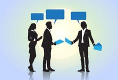 Geschäftsleute Gruppen-Schattenbild-Sprache-Chat-Blasen-Kommunikations-Konzept- Lizenzfreie Stockfotos