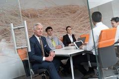 Geschäftsleute Gruppenbrainstorming auf Sitzung Lizenzfreie Stockfotografie