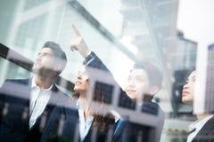 Geschäftsleute Gruppensitzung Lizenzfreie Stockfotos