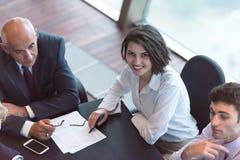Geschäftsleute gruppieren auf Sitzung Stockfotografie