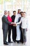 Geschäftsleute Hände zusammen stockfoto