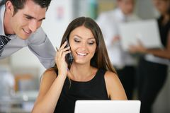 Geschäftsleute im Büro Stockbild