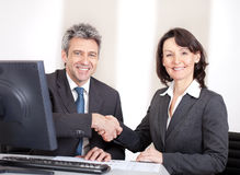 Geschäftsleute im Büro bei der Sitzung Lizenzfreie Stockbilder