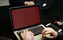 Geschäftsleute Kommunikations-unter Verwendung des Computers stockfoto