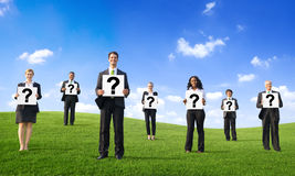 Geschäftsleute mit Fragezeichen Lizenzfreie Stockfotografie