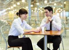Geschäftsleute am Mittagessen Stockbild