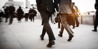 Geschäftsleute Pendler-gehende Reise-Mengen-Konzept- lizenzfreies stockbild