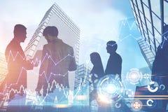 Geschäftsleute Schattenbilder in einer blauen Stadt, HUD Lizenzfreie Stockbilder