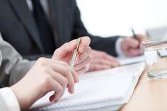 Geschäftsleute Schreiben Lizenzfreie Stockfotos
