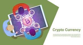 Geschäftsleute Sit At Digital Tablet Withs Bitcoin Zeichen-Spitzenwinkelsicht-Schlüsselwährungs-Konzept- vektor abbildung