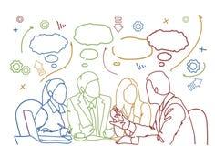 Geschäftsleute Team Sit At Desk Together Communications-Diskussions-oder -Sitzung- über Brainstorminggekritzel-Hintergrund Lizenzfreies Stockfoto