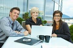 Geschäftsleute Treffen im Freien Stockfotos