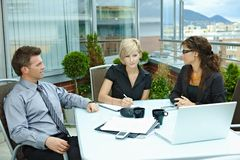 Geschäftsleute Treffen im Freien Lizenzfreie Stockfotos