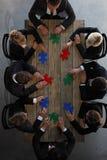 Geschäftsleute und Puzzlespiel Stockfotos