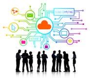 Geschäftsleute und Wolken-Datenverarbeitungskonzepte Stockfotografie