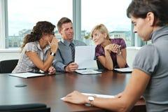 Geschäftsleute am Vorstellungsgespräch Lizenzfreie Stockfotos