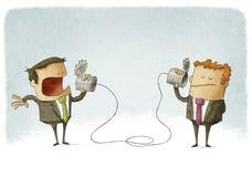 Geschäftsmänner, die an einem selbst gemachten Dosentelefon sprechen Stockfotografie