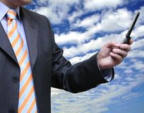Geschäftsmänner, die einen Partner anrufen lizenzfreies stockbild
