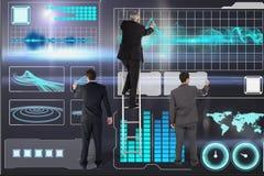 Geschäftsmänner zeichnen gegen digitalen Grafikhintergrund stockbild