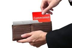 Geschäftsmann übergibt das Ziehen des roten Ordner KOMMISSIONS-Konzeptes auf Braun Stockfotografie