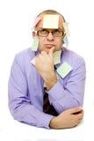 Geschäftsmann abgedeckt mit klebrigen Anmerkungen Stockbilder