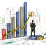 Geschäftsmann analysiert Grafiken Lizenzfreie Stockbilder