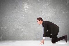 Geschäftsmann am Anfang eines Wettbewerbs Lizenzfreies Stockfoto