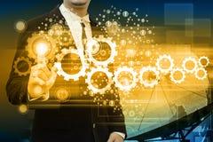 Geschäftsmann arbeitet mit Geschäft Netz-Anzeige Lizenzfreie Stockfotografie